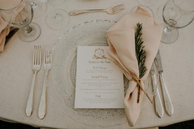 Elegant Table Settings for Summer Wedding